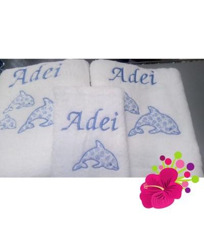 Juego de toallas de tres piezas,bordadas y con dibujo con tela